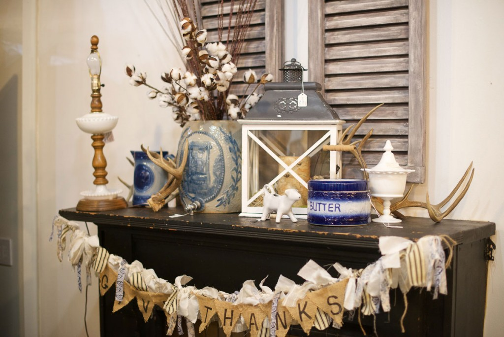 Continue the rustic touches onto the mantel decor. Don't forget to maintain the same color palette as your table so that you can achieve unity.